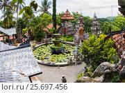 Купить «Courtyard in the Buddhist Monastery Brahma Vihara Ashrama, Wihara Buddha Banjar, Bali, Indonesia», фото № 25697456, снято 26 марта 2014 г. (c) mauritius images / Фотобанк Лори