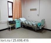Купить «Многофункциональная медицинская кровать в больничной палате. Городская клиническая больница имени братьев Бахрушиных. Район Сокольники. Москва», эксклюзивное фото № 25698416, снято 21 февраля 2017 г. (c) lana1501 / Фотобанк Лори