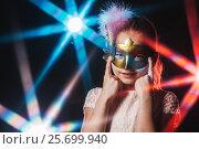 Девочка в маскарадной маске. Стоковое фото, фотограф Евгений Талашов / Фотобанк Лори