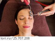 Купить «woman having hydradermie facial treatment in spa», фото № 25707208, снято 26 января 2017 г. (c) Syda Productions / Фотобанк Лори