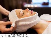 Купить «woman having face massage with towel at spa», фото № 25707212, снято 26 января 2017 г. (c) Syda Productions / Фотобанк Лори
