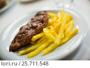 steak and fried potato. Стоковое фото, фотограф Яков Филимонов / Фотобанк Лори