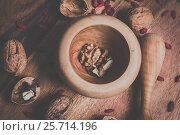 Грецкий орех. Стоковое фото, фотограф Дмитрий Зубаркин / Фотобанк Лори