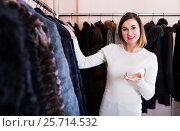Купить «Pretty girl deciding on warm fur coats», фото № 25714532, снято 19 января 2020 г. (c) Яков Филимонов / Фотобанк Лори
