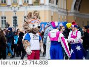 Купить «Волк Забивака - символ FIFA 2018 в России на Дворцовой площади в толпе. Санкт-Петербург», фото № 25714808, снято 9 марта 2017 г. (c) Евгений Кашпирев / Фотобанк Лори