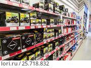 Купить «Полки с аккумуляторами для мотоциклов. Магазин автотоваров Motonet в Финляндии», фото № 25718832, снято 18 февраля 2017 г. (c) Кекяляйнен Андрей / Фотобанк Лори