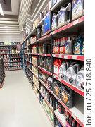 Купить «Отдел с моторными автомобильными маслами и жидкостями. Магазин автотоваров Motonet в Финляндии», фото № 25718840, снято 18 февраля 2017 г. (c) Кекяляйнен Андрей / Фотобанк Лори