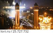Купить «Square in Barcelona during the celebration of the New Year», видеоролик № 25727732, снято 9 января 2017 г. (c) Яков Филимонов / Фотобанк Лори