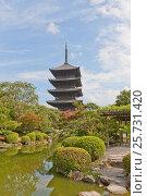 Купить «Пятиярусная пагода Годзюното (1644 г.) храма Тодзи в Киото. Самая высокая деревянная постройка Японии, объект ЮНЕСКО.», фото № 25731420, снято 23 июля 2016 г. (c) Иван Марчук / Фотобанк Лори