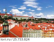 Купить «Вид сверху на исторический центр Праги, Чехия», фото № 25733824, снято 24 июля 2011 г. (c) Наталья Волкова / Фотобанк Лори