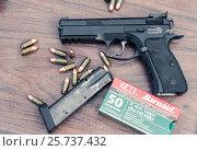 Купить «Пистолет и патроны», фото № 25737432, снято 28 марта 2020 г. (c) Михаил Михин / Фотобанк Лори