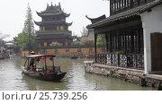 Купить «Китай, Шанхай. Древний город Zhujiajiao, Китайская Венеция», видеоролик № 25739256, снято 10 апреля 2016 г. (c) Андрей Пожарский / Фотобанк Лори