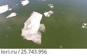 Купить «Cracked ice floating on river, aerial top view», видеоролик № 25743956, снято 15 мая 2016 г. (c) Михаил Коханчиков / Фотобанк Лори