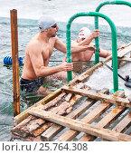Купить «Пловец поднимается по поручням ледяной проруби на Байкале», фото № 25764308, снято 11 марта 2017 г. (c) Виктор Никитин / Фотобанк Лори