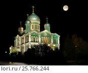 Купить «Троицкий собор в Дивеево в полнолуние осенней ночью», фото № 25766244, снято 23 сентября 2013 г. (c) oleg savichev / Фотобанк Лори
