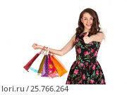 Купить «Счастливая девушка с покупками показывает большой палец», фото № 25766264, снято 11 марта 2017 г. (c) Литвяк Игорь / Фотобанк Лори