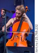 Купить «Die Schweizer Folk Pop Band Serafyn live beim Blue Balls Festival Luzern, Schweiz, Europa Anna Erhard: vocals und guitar Anja Waldkircher: vocals und cello...», фото № 25768232, снято 21 января 2020 г. (c) age Fotostock / Фотобанк Лори
