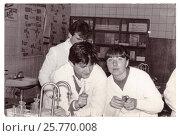 Купить «Студенты первого курса мединститута на занятиях на кафедре неорганической химии (1986 год), Витебск, Беларусь», фото № 25770008, снято 26 июня 2019 г. (c) Ольга Коцюба / Фотобанк Лори