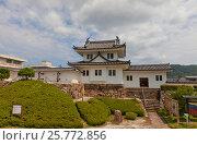 Купить «Реконструированная в 1940 г. угловая башня замка Танабэ (основан в 1579 г.), г. Майдзуру, Япония», фото № 25772856, снято 29 июля 2016 г. (c) Иван Марчук / Фотобанк Лори