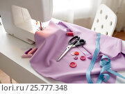Купить «sewing machine, scissors, buttons and fabric», фото № 25777348, снято 29 сентября 2016 г. (c) Syda Productions / Фотобанк Лори