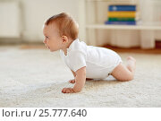 Купить «little baby in diaper crawling on floor at home», фото № 25777640, снято 12 июля 2016 г. (c) Syda Productions / Фотобанк Лори