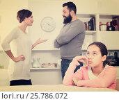 Купить «Parents arguing at home», фото № 25786072, снято 19 марта 2019 г. (c) Яков Филимонов / Фотобанк Лори