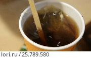 Купить «Hot tea in a paper cup», видеоролик № 25789580, снято 18 марта 2017 г. (c) Сергей Кальсин / Фотобанк Лори