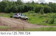 IZHEVSK, RUSSIA - JUNE 22, 2014: Kia Mohave at offroad test drive. Редакционное видео, видеограф Илья Насакин / Фотобанк Лори