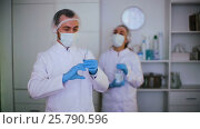 Купить «Male doctor preparing a syringe for injection in the hospital», видеоролик № 25790596, снято 4 января 2017 г. (c) Яков Филимонов / Фотобанк Лори