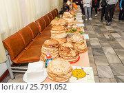 Купить «Блины для чаепития в школе», фото № 25791052, снято 22 февраля 2017 г. (c) Алёшина Оксана / Фотобанк Лори