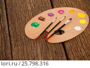 Купить «Wooden palette with multiple colors and paint brushes», фото № 25798316, снято 13 октября 2016 г. (c) Wavebreak Media / Фотобанк Лори