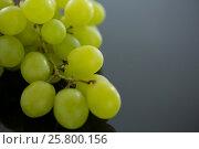 Купить «Close-up of green bunch of grapes», фото № 25800156, снято 19 декабря 2016 г. (c) Wavebreak Media / Фотобанк Лори