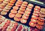 hamburguesa on counter, фото № 25804352, снято 20 октября 2016 г. (c) Яков Филимонов / Фотобанк Лори