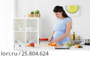 Купить «pregnant woman cooking vegetable salad at home», видеоролик № 25804624, снято 16 марта 2017 г. (c) Syda Productions / Фотобанк Лори