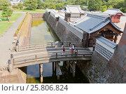 Купить «Мост Хасидзумэ и внешние ворота Хасидзумэмон замка Канадзава, г. Канадзава, Япония», фото № 25806824, снято 3 августа 2016 г. (c) Иван Марчук / Фотобанк Лори