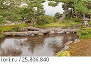 Купить «Каменный мост Ганкобаси (Летящего дикого гуся) в парке Кэнрокуэн в г. Канадзава, Япония», фото № 25806840, снято 3 августа 2016 г. (c) Иван Марчук / Фотобанк Лори