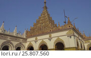 Купить «People in Mahamuni temple in Mandalay», видеоролик № 25807560, снято 19 сентября 2016 г. (c) Михаил Коханчиков / Фотобанк Лори
