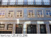 Facades of houses in Porto (2015 год). Стоковое фото, фотограф Юлия Белоусова / Фотобанк Лори