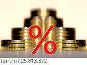 Cимвол процента на фоне денег. Стоковое фото, фотограф Сергеев Валерий / Фотобанк Лори