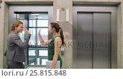 Купить «Businesswoman with other businesspeople entering a lift», видеоролик № 25815848, снято 20 мая 2019 г. (c) Wavebreak Media / Фотобанк Лори