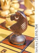 Купить «Шахматы . Фигура - конь на игровом поле», фото № 25816764, снято 24 сентября 2014 г. (c) Сергеев Валерий / Фотобанк Лори