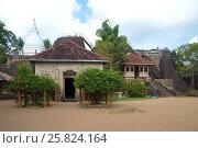 Купить «Древний храмовый комплекс Исурумуния Вихара облачным днем, Шри-Ланка», фото № 25824164, снято 13 марта 2015 г. (c) Виктор Карасев / Фотобанк Лори