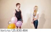 Young couple fooling like children with baloons. Стоковое видео, видеограф Илья Насакин / Фотобанк Лори