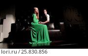Fashion attractive young couple on sofa. Стоковое видео, видеограф Илья Насакин / Фотобанк Лори