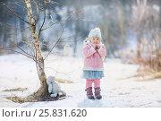 Купить «Little girl with plush bunny in winter park», фото № 25831620, снято 13 марта 2017 г. (c) Julia Shepeleva / Фотобанк Лори