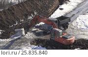 Купить «Breaker (hydraulic) clears the road for the passage of the lorry. Timelapse stock footage video», видеоролик № 25835840, снято 22 марта 2017 г. (c) Юлия Машкова / Фотобанк Лори