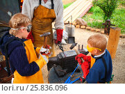 Купить «Brother and sister hit with hammer on hot procurement horseshoe on anvil in smithy, focus on anvil», фото № 25836096, снято 13 июня 2014 г. (c) Losevsky Pavel / Фотобанк Лори
