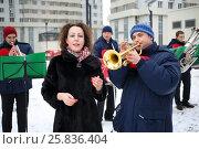 Купить «Brass band of four musicians play and woman sings outdoor at winter day», фото № 25836404, снято 13 февраля 2016 г. (c) Losevsky Pavel / Фотобанк Лори