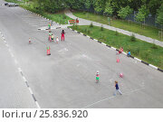 Купить «Little children with adults draw colored chalks on the pavement in park», фото № 25836920, снято 13 августа 2014 г. (c) Losevsky Pavel / Фотобанк Лори