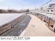 Купить «Receiving chamber, closed glass, water comes here straight from sewer», фото № 25837124, снято 19 марта 2015 г. (c) Losevsky Pavel / Фотобанк Лори